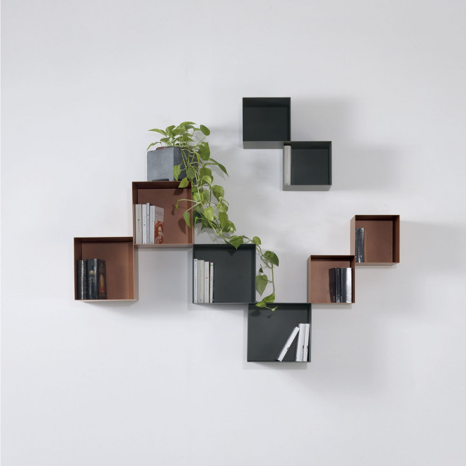 Libreria da parete componibile con struttura a cubi misti in acciaio