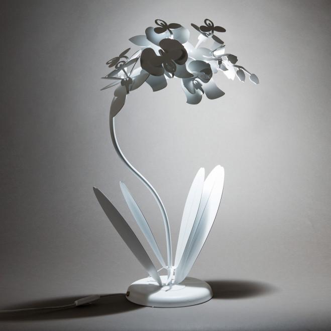 Lampada da tavolo piccola in metallo
