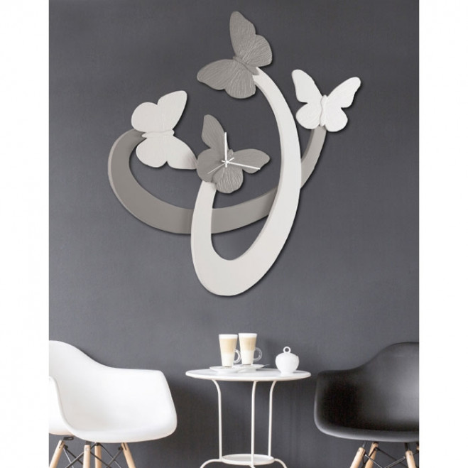 Orologio da parete in legno con farfalle