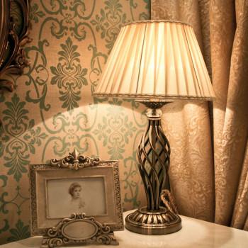 Maytoni Lampada da Tavolo classica con struttura in metallo e paralume in tessuto Grace Ottone    RC247-TL-01-R