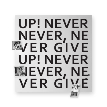 "Design Object Lavagna magnetica con accessori magnetici per foto e appunti ""NEVER GIVE UP"""