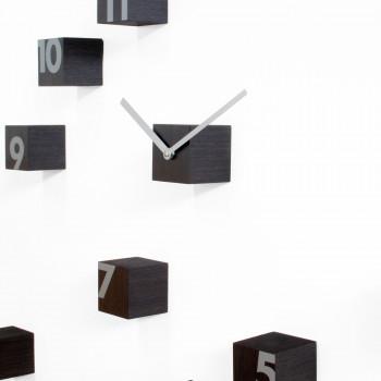 """Progetti Orologio da parete componibile con cubi di legno """"Wengè"""" RND_Time Marrone Scuro"""